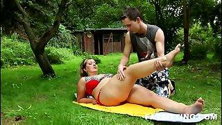 BBW slave facesitting