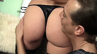 Housewife gets her pussy licked so good Then she gives a