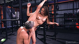 A fitness instructor is fucked by his shapely student Mia Split