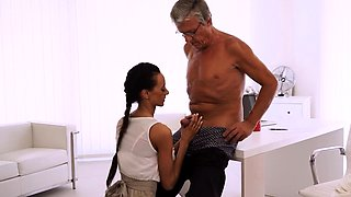 OLD4K. Old boss penetrates tanned secretary in several