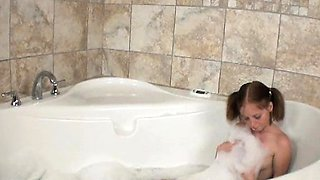 Teen babe Alyssa Hart loves to take soapy bubble baths. But