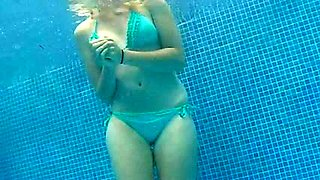 720p 20yr old in swimming pool