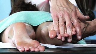 Brazzers - Dirty Masseur - Free Tittie Massag