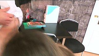Sensational brunette teen girl 's putz is drilled