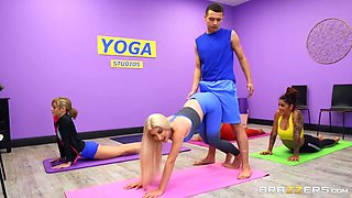 Johnny The Kid And Skylar Vox In A Babe With Natural Double D Puppies Gets Dicked During A Yoga Class