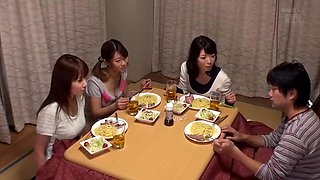 "Kotatsu Is The Hangout Of The Sisters Why Do Not You Put In The Room ""kotatsu"" Will Hit In The Lottery!"