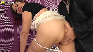 Hairy Housewife Fucking Until She Squirts - MatureNL