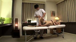 Sexy Japanese babe has a masseur taking her cunt to climax