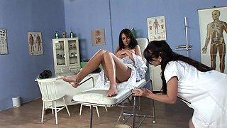 Naughty doctor Lea Lexus fucks wet pussy of sexy amateur Daphnye