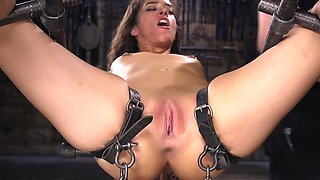 Chick takes money for BDSM fingering and tries hard not to cum