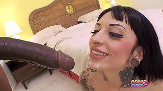 Tattooed MILF Jessie Lee Gets BBC in her Pussy