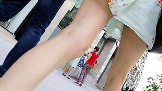 Street voyeur finds a slender babe with sexy long legs