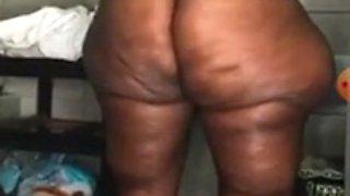 Mega Booty African maid