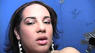 Meet sexy Victoria Allure. She\'s a sexy 21 year old black