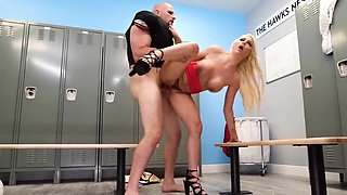 Insane blonde hardcore sex in the lockers
