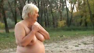 Chunky GILF Enjoys Outdoor Sex