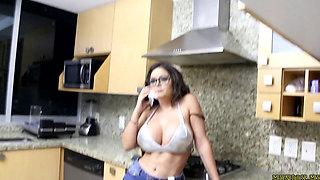 Lili Love kitchen fuck