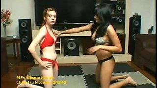 Hot Female Wrestling Headscissor Lesbian Babes