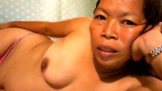 FILIPINA GRANDMA SHOWING HER GOOD MELONS ON WEB CAMERA