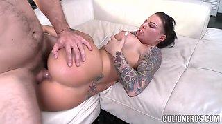 Big Tits And Tats